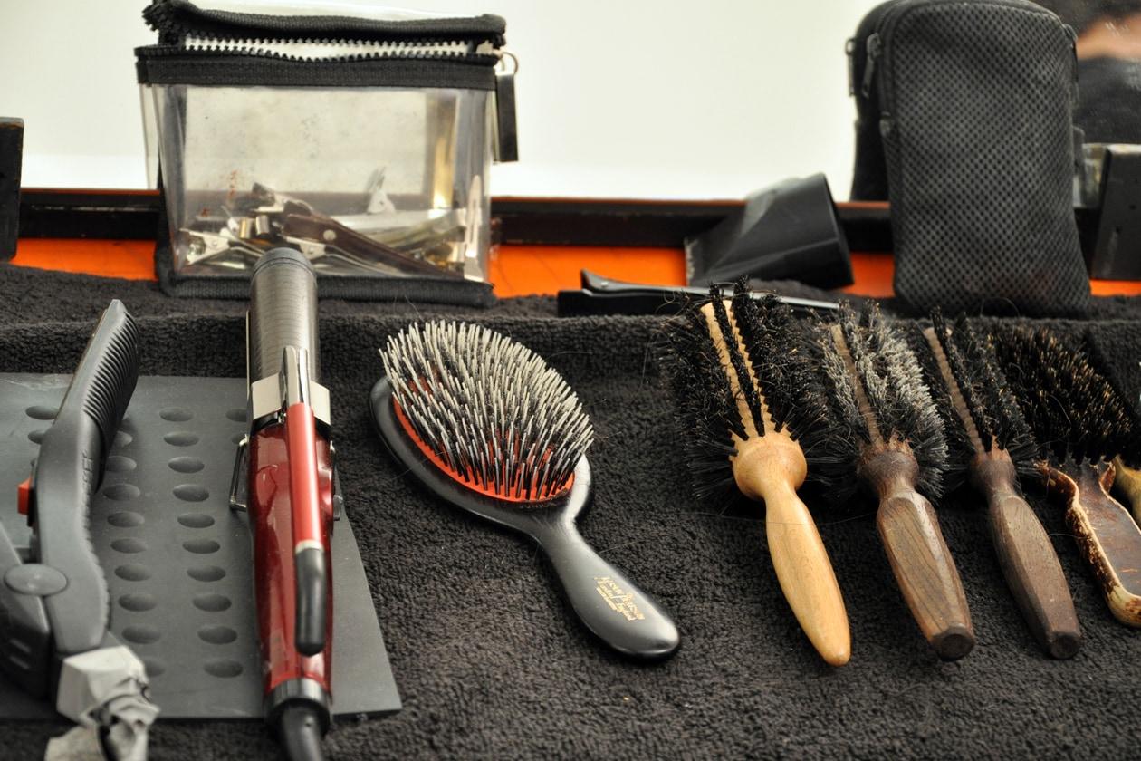 Backstage sfilata Moschino: le spazzole