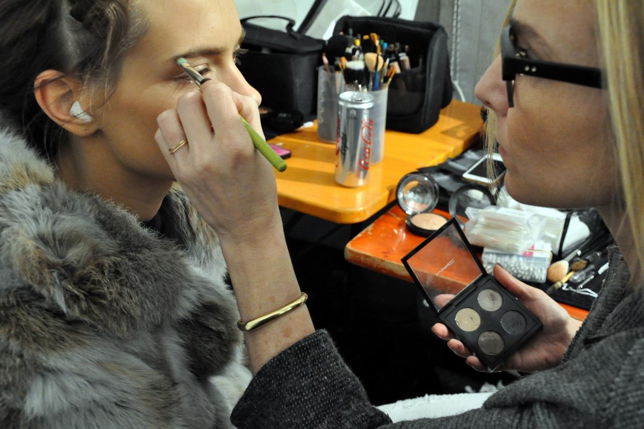 Backstage sfilata Moschino: trucco occhi