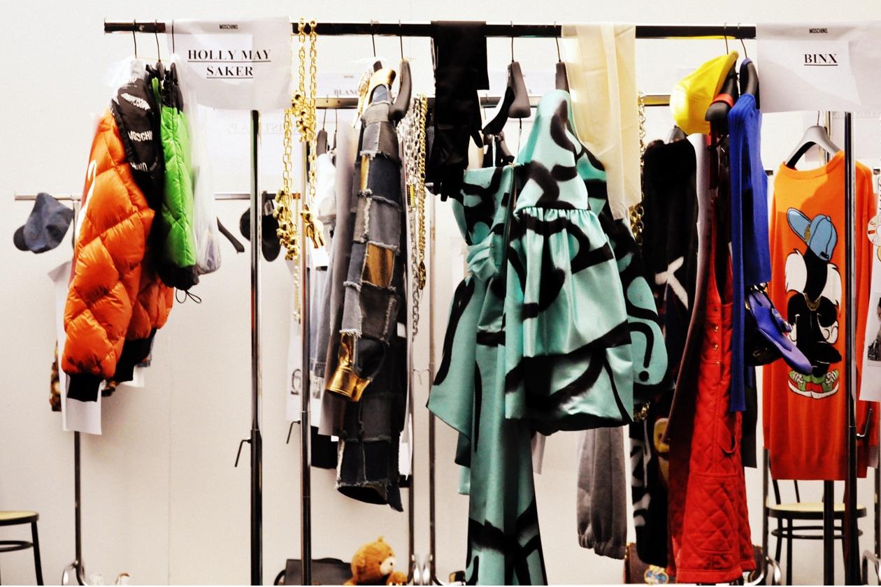 Backstage sfilata Moschino: tutti i colori di Moschino