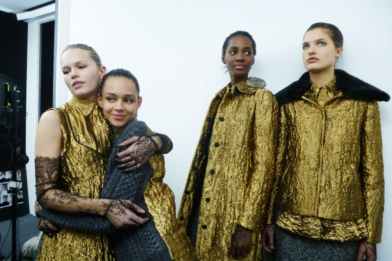 Backstage sfilata N°21: Gold models