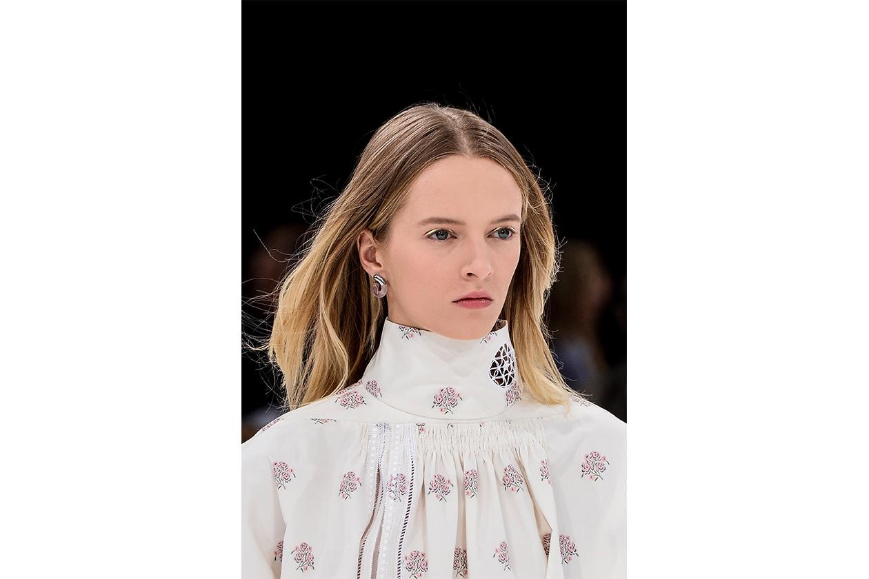 Capelli con la riga in mezzo: Christian Dior