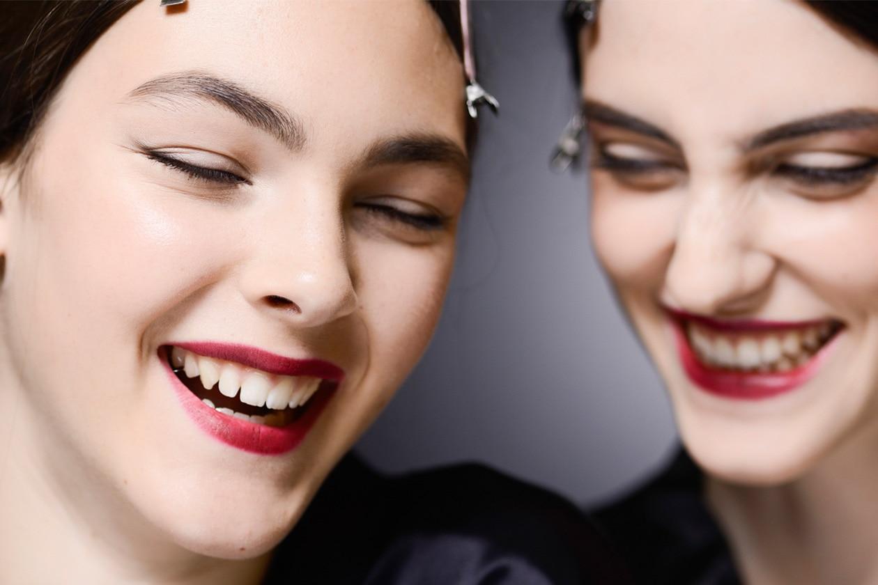 Come avere denti più bianchi: i prodotti beauty da scegliere