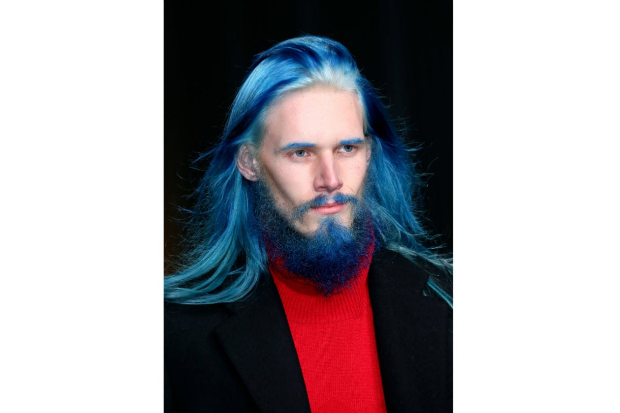 Decisamente fantasiosa la barba proposta da D.Gnak: blu, lunga e leggermente incolta