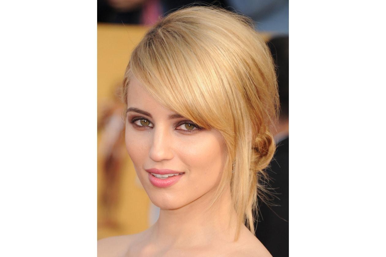 Dianna Agron capelli: raccolto con ciuffo laterale
