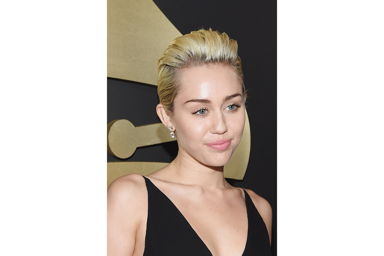 GRAMMY BEAUTY LOOK: Miley Cyrus