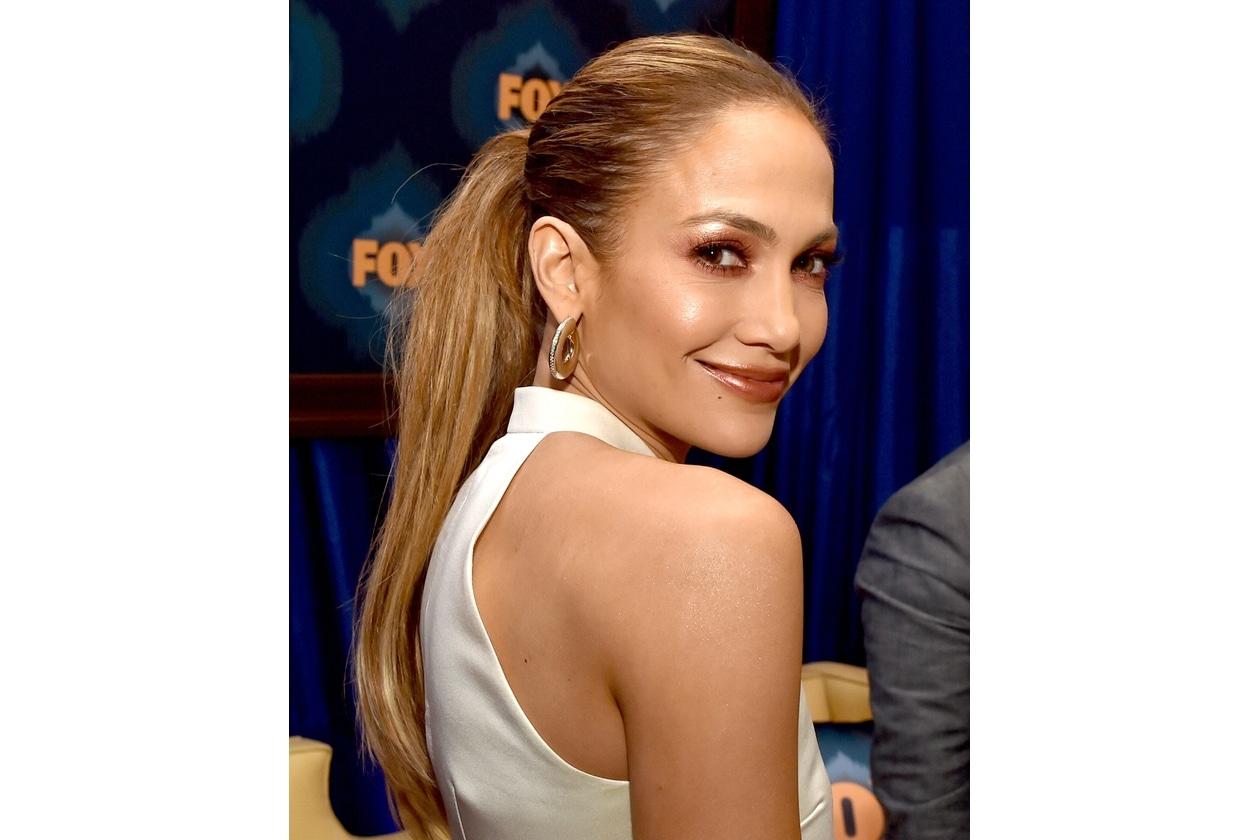 Jennifer Lopez: il trucco dalla finitura metallica