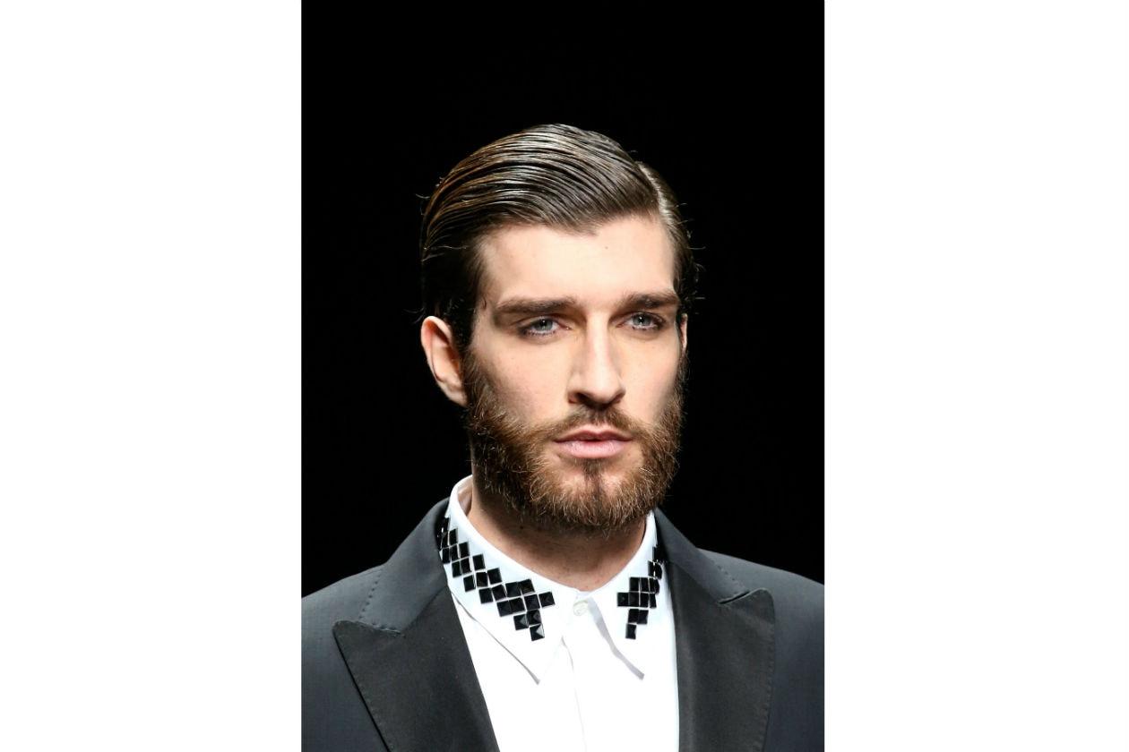 La barba piena sta bene ai visi ovali, ma può conferire maggiore mascolinità ai visi sottili (John Richmond)