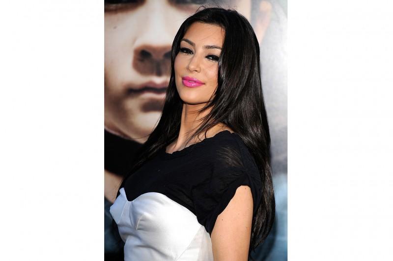 Leggermente dark il look scelto da Kim Kardashin per la premiere di Orphan (luglio 2009)