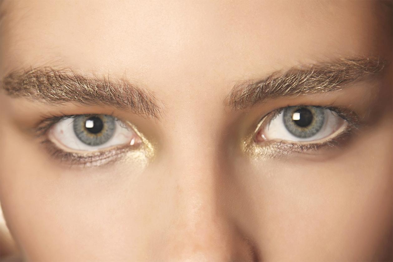 Matita occhi bianca e color burro: Julien MacDonald P/E 2015