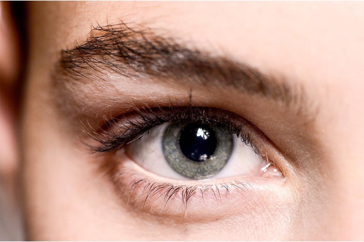 Matita occhi bianca e color burro: Stella McCartney P/E 2015