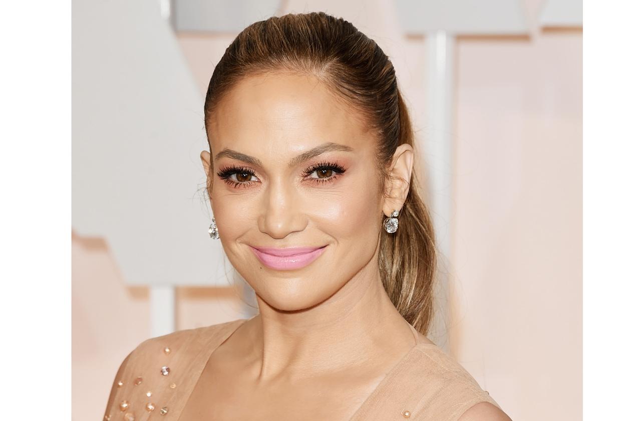 Oscar 2015 Miglior rossetto rosa bubble: Jennifer Lopez