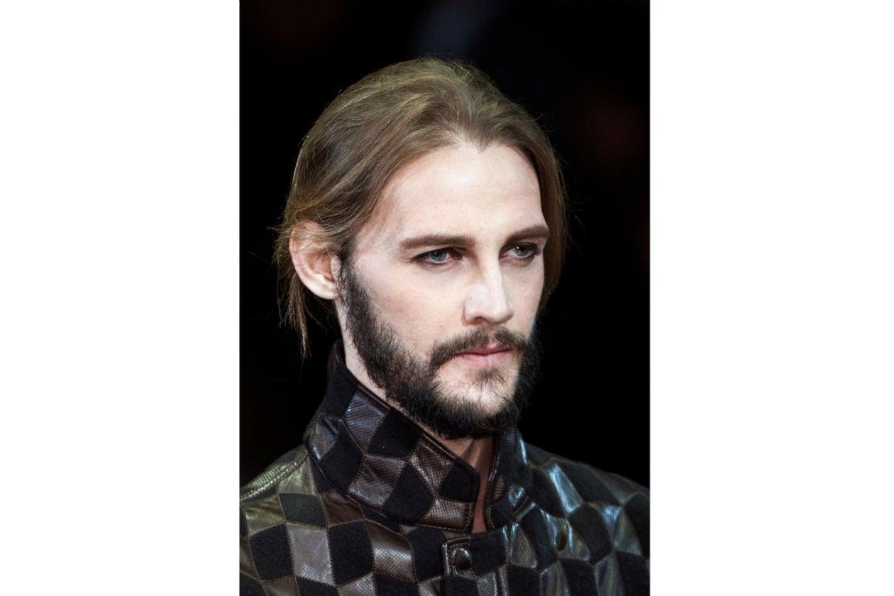 Portate pazienza: un baffo perfettamente abbinato alla barba richiede almeno un mese di tempo (Giorgio Armani)