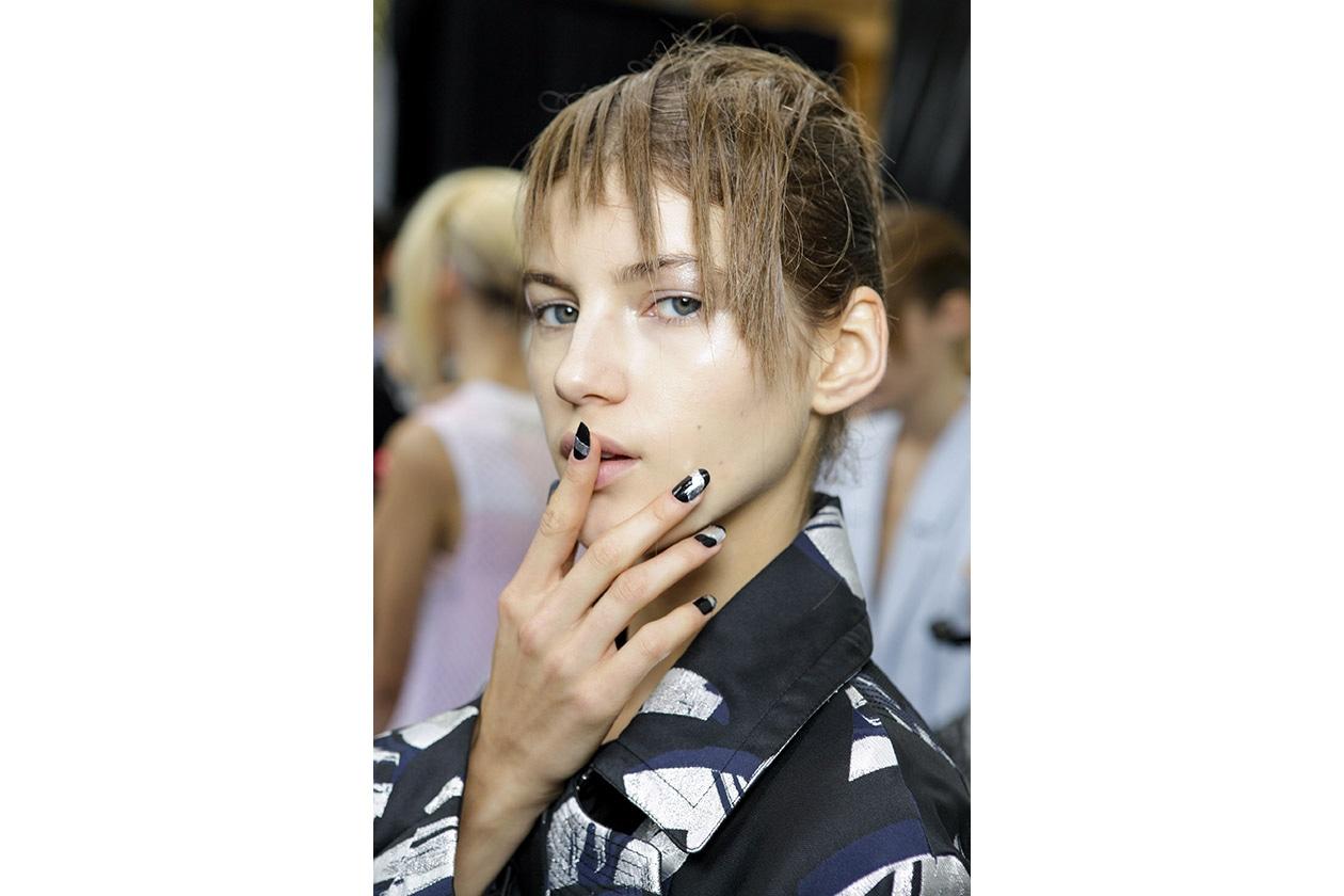 Smalti scuri: black & silver nail art