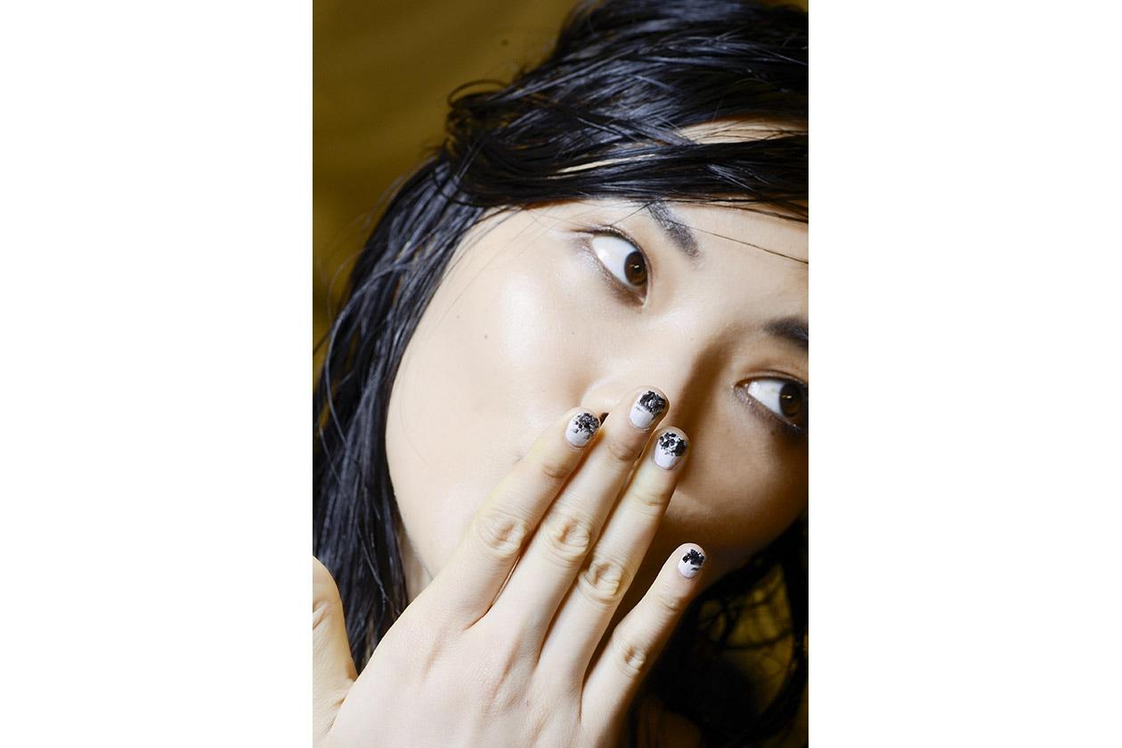 Smalti scuri: black & white nail art