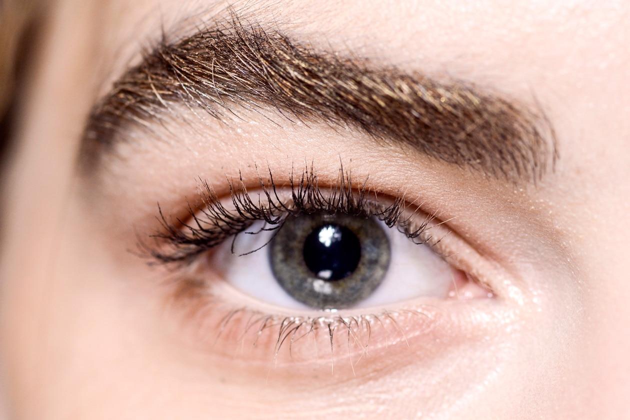 Tendenze sopracciglia Primavera/Estate 2015: sticky eyebrows
