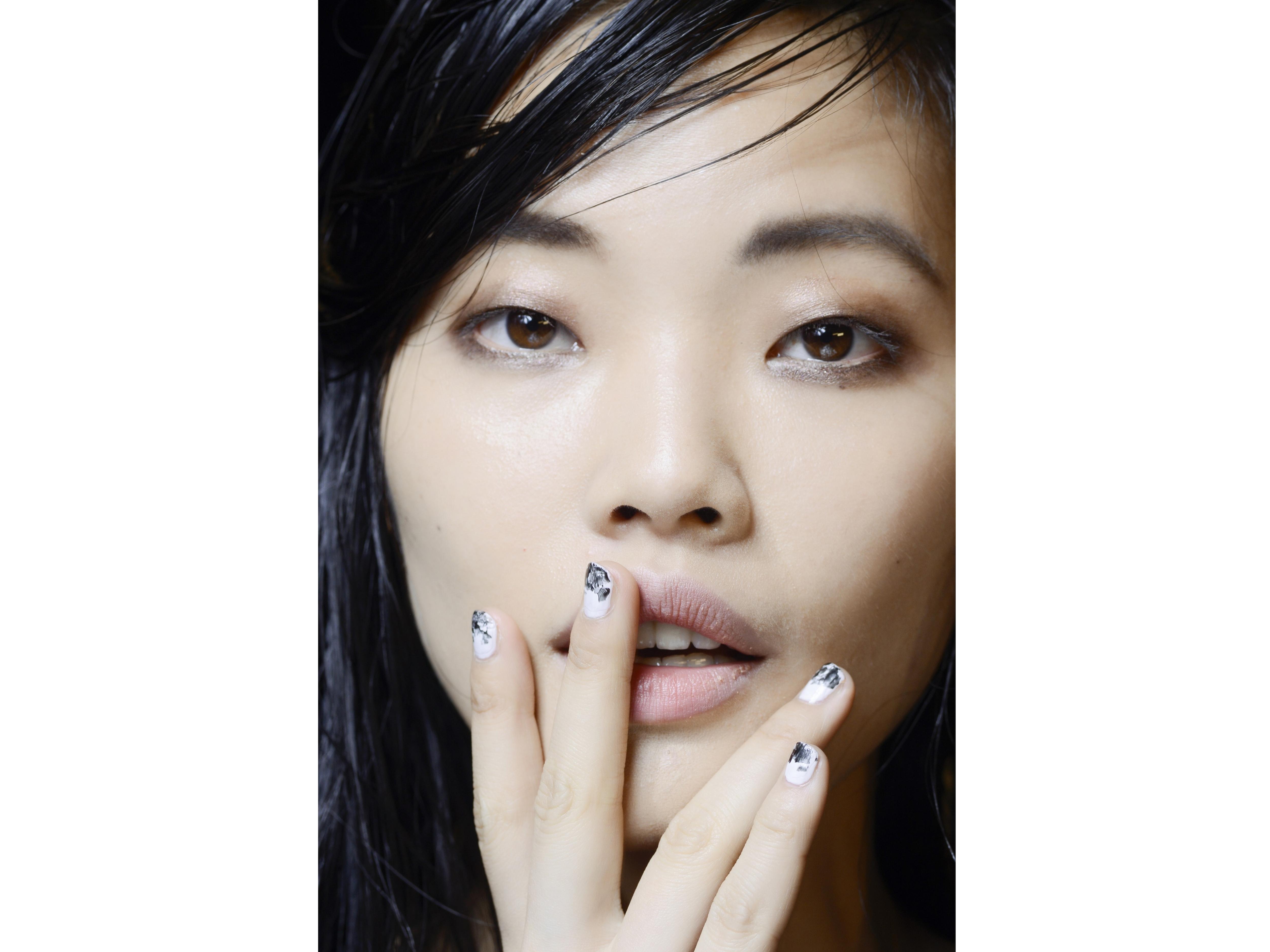 Top coat glitter, flakes e confetti: Parkchoonmoo P/E 2015