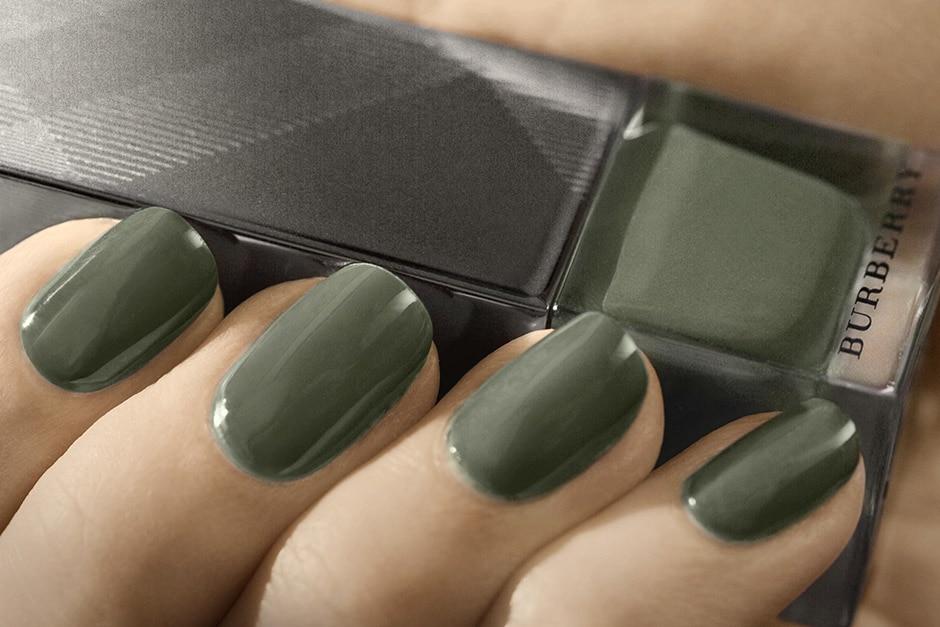Trend unghie AI 15-16 dalla LFW: cadet green