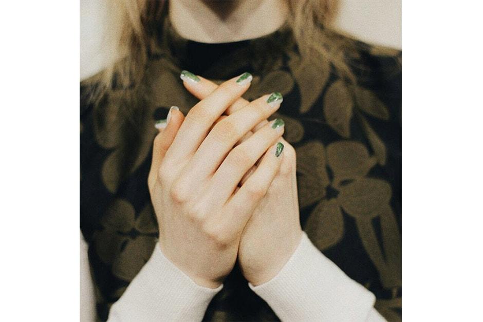 Trend unghie AI 15-16 dalla LFW: green nails