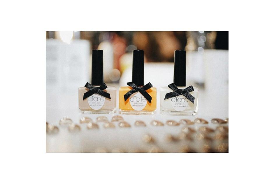 Trend unghie AI 15-16 dalla LFW: nude nail art