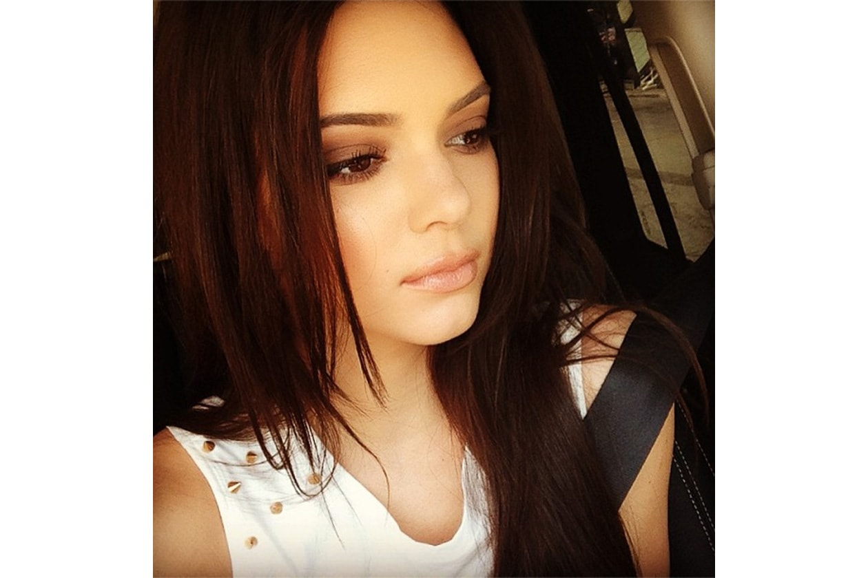 Una selfi di Kendall: lo smokey eyes sui toni del marrone è impeccabile
