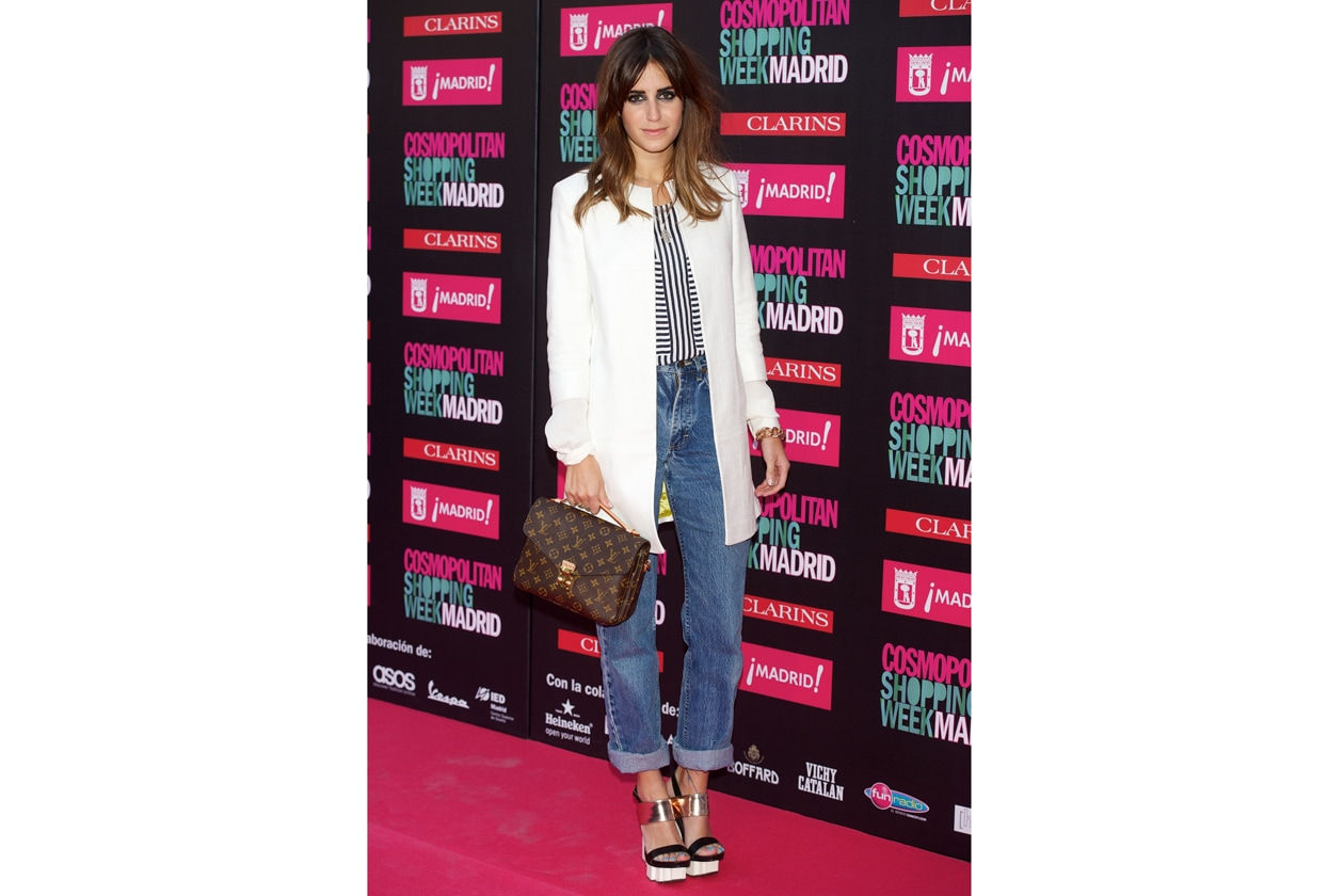 cappotto Adolfo Dominguez, jeans vintage Lee, camicia a righe, platforms e borsa louis vuitton