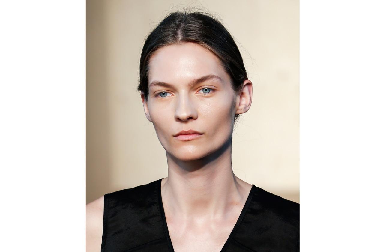 CHIGNON: UNDERSTATED HAIR LOOK