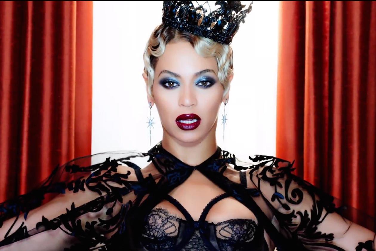 Beyoncé: trucco con smokey eyes e rossetto bordeaux