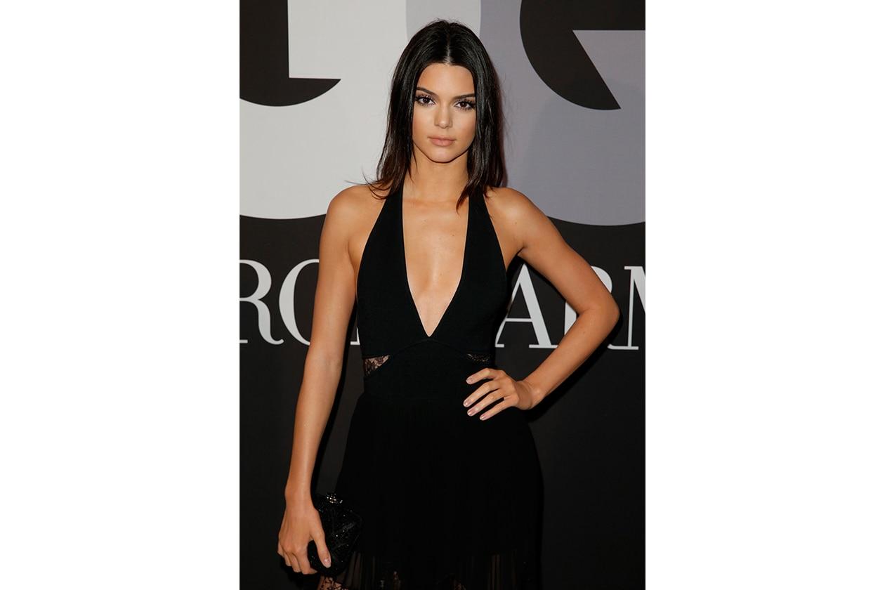 Capelli con la riga in mezzo delle star: Kendall Jenner