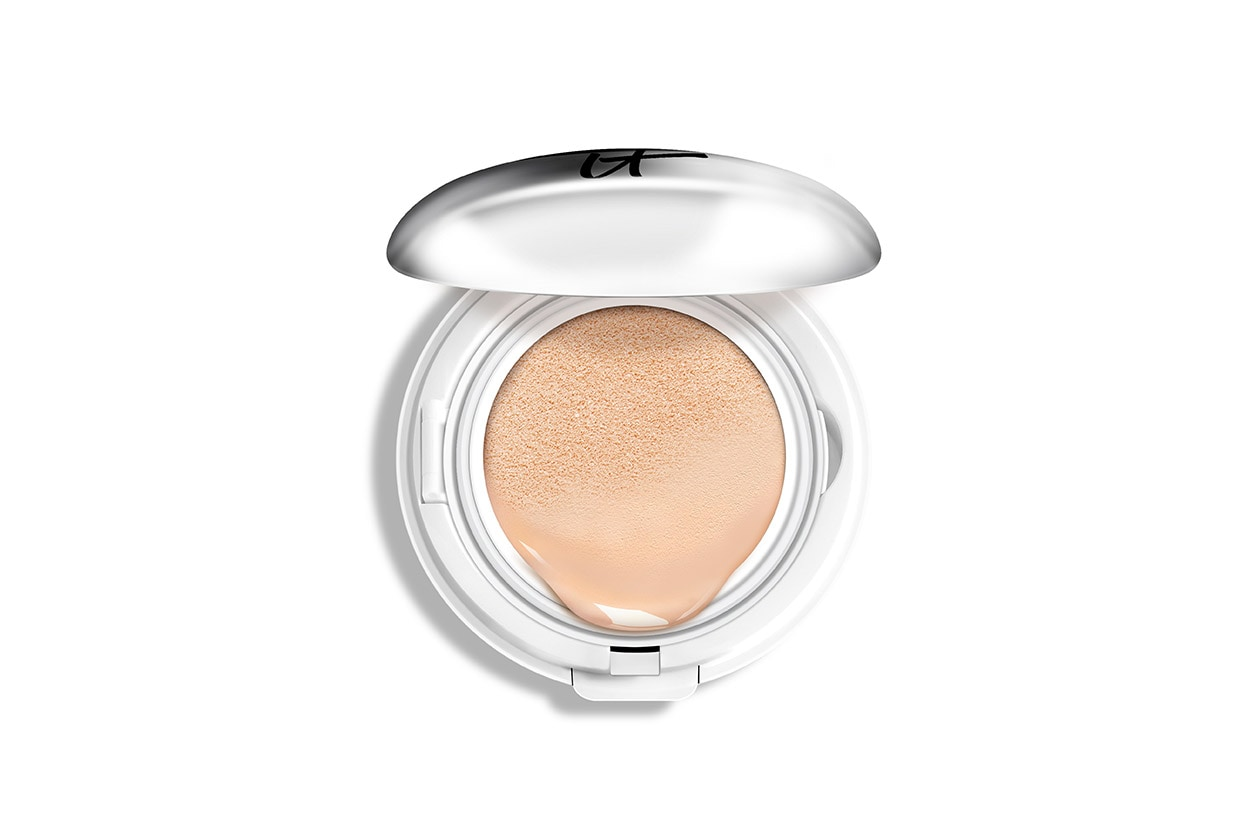 Cushion foundation: IT Cosmetics CC+ Veil Beauty Fluid Foundation