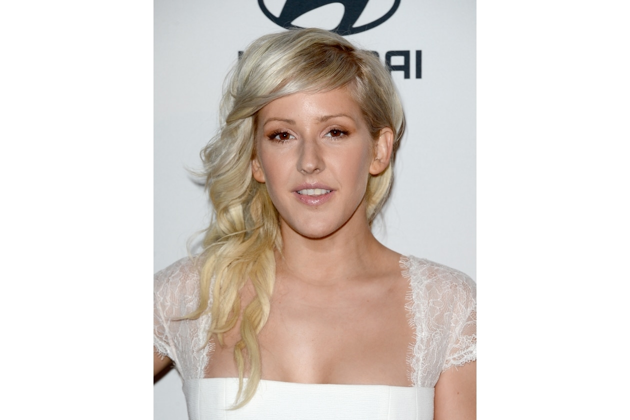 Ellie Goulding capelli: raccolto laterale