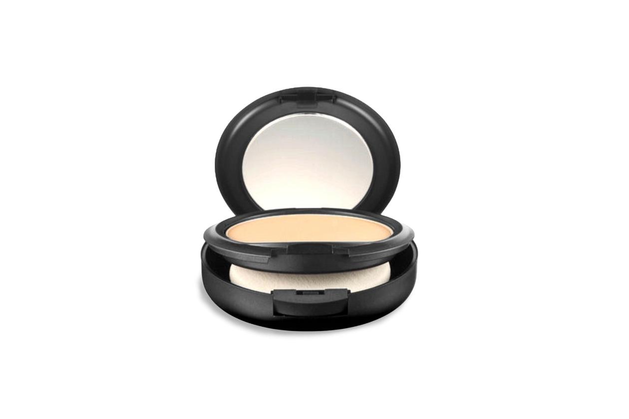 Fondotinta matte: MAC Cosmetics Studio Fix Powder Plus Foundation