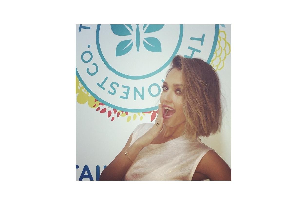 Jessica Alba capelli: il nuovo taglio sfoggiato su Instagram