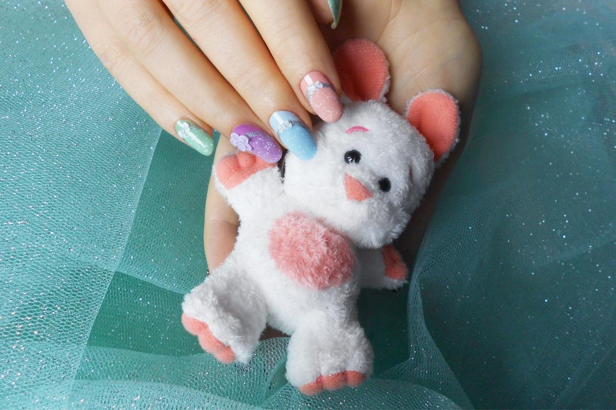Manicure di Pasqua: nail art con ovetti pastello