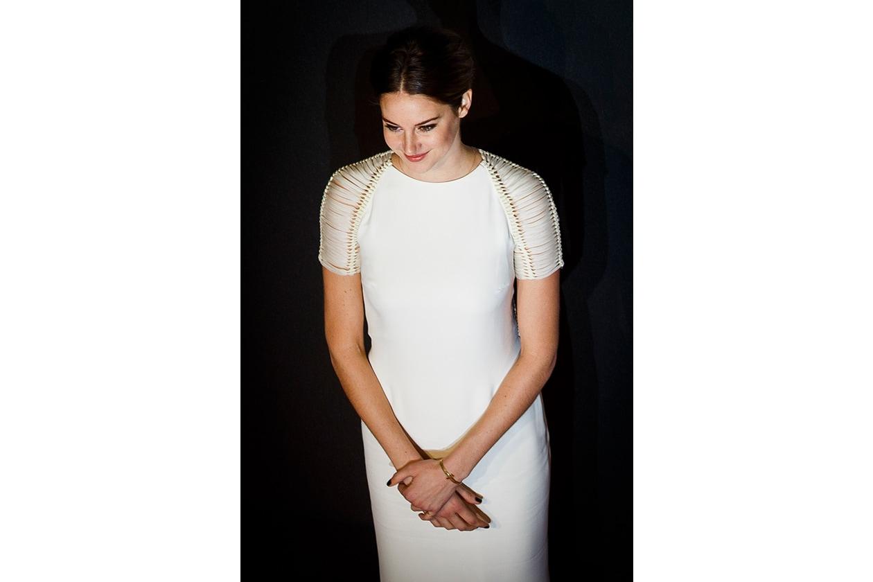 Shailene Woodley capelli: riga in mezzo alla première di Insurgent