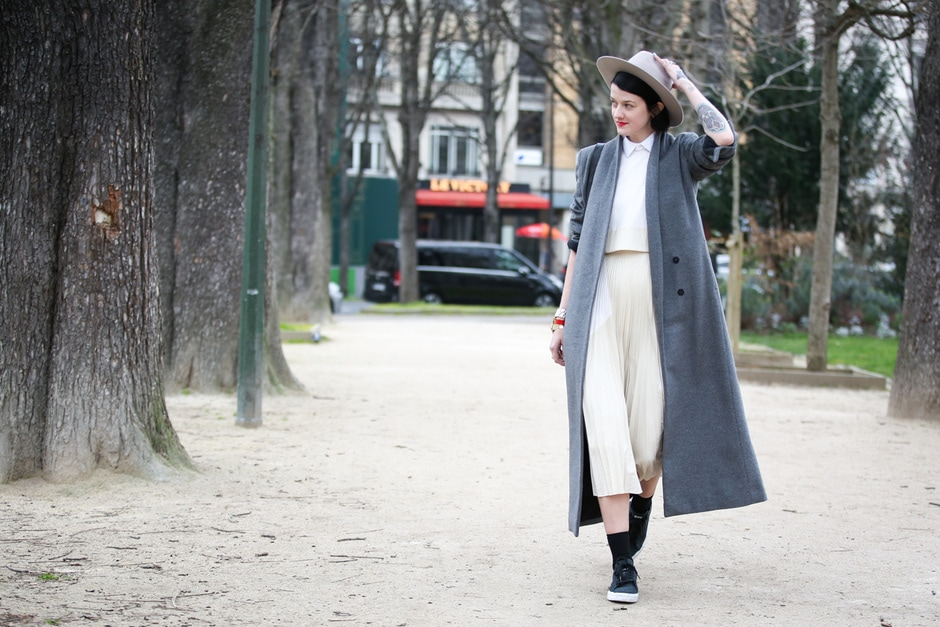 Street Style: cappotto grigio e cappello