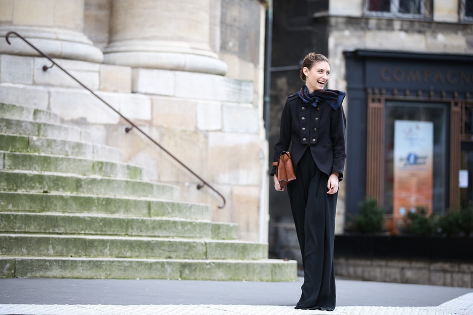 Street style: giacca circense e pantaloni a palazzo