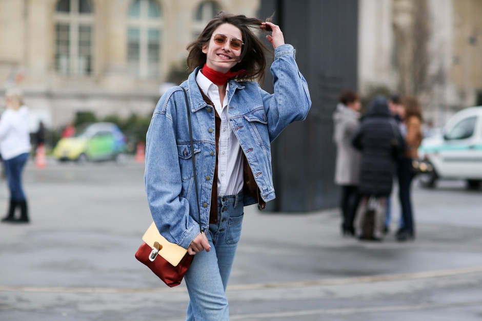 Street style: giacca e pantaloni in jeans