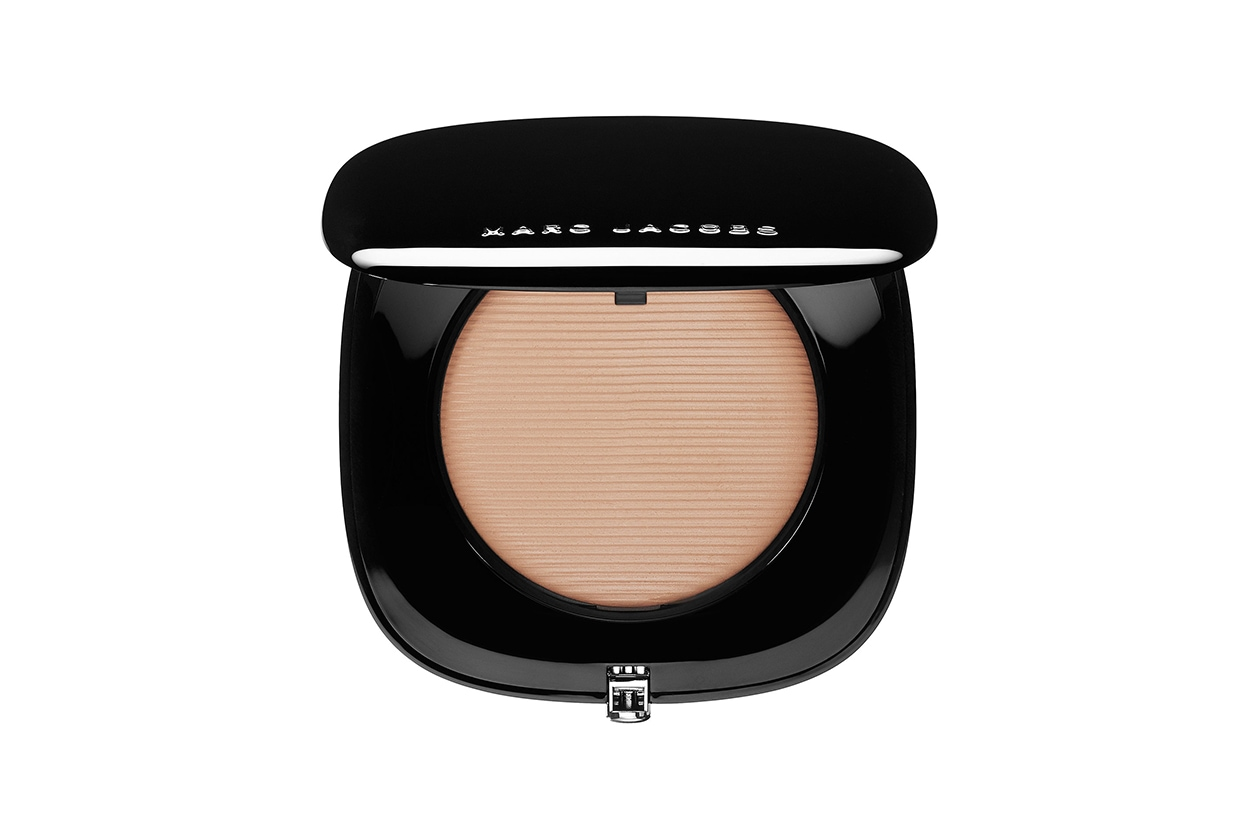 fondotinta per la pelle grassa: marc jacobs perfection powder
