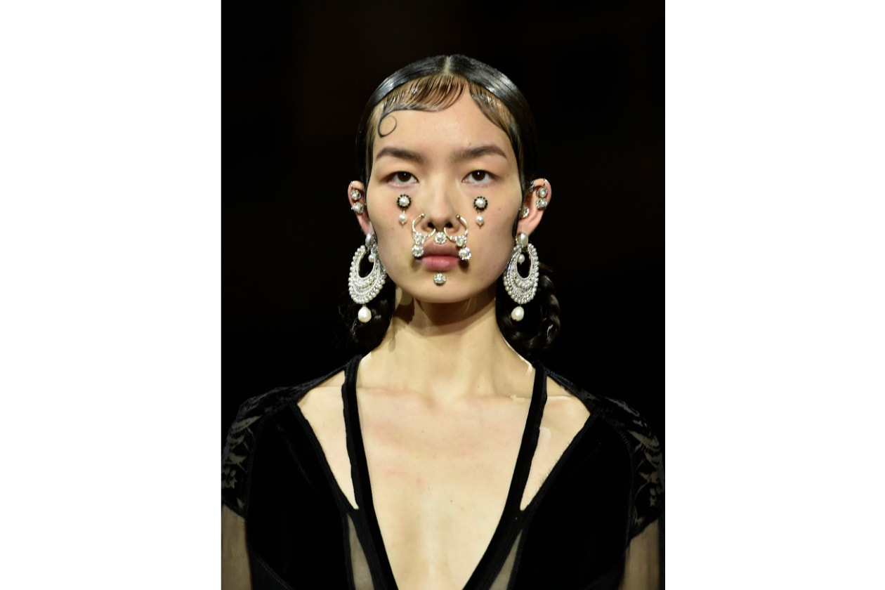 TENDENZE BEAUTY PFW AUTUNNO/INVERNO 2015-2016: VICTORIAN CHOLA GIRLS