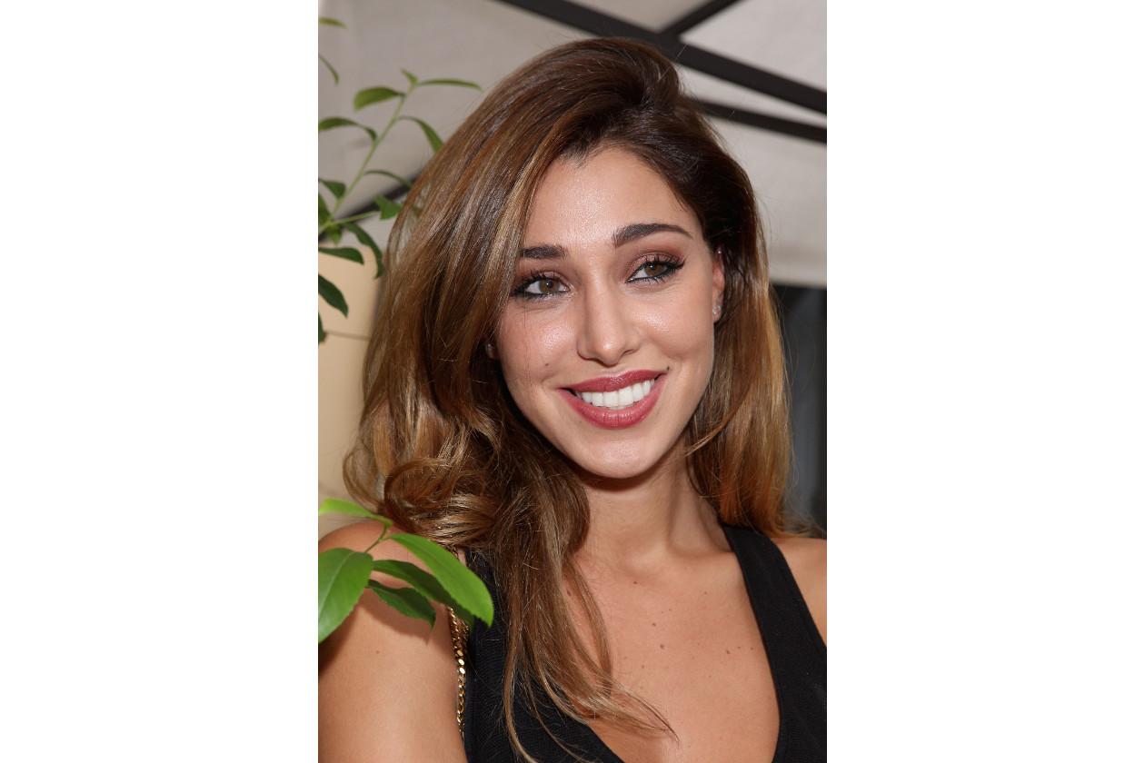 Belen Rodriguez capelli: capelli mossi biondo miele