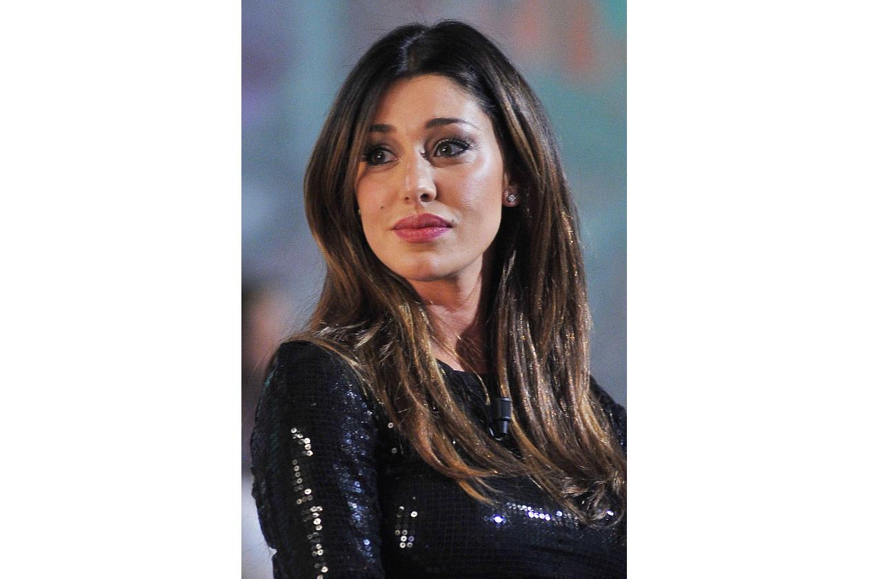 Belen Rodriguez capelli: scuri