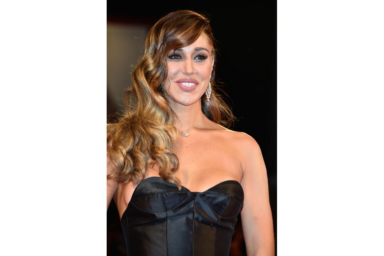 Belen Rodriguez capelli: wavy swept side hair