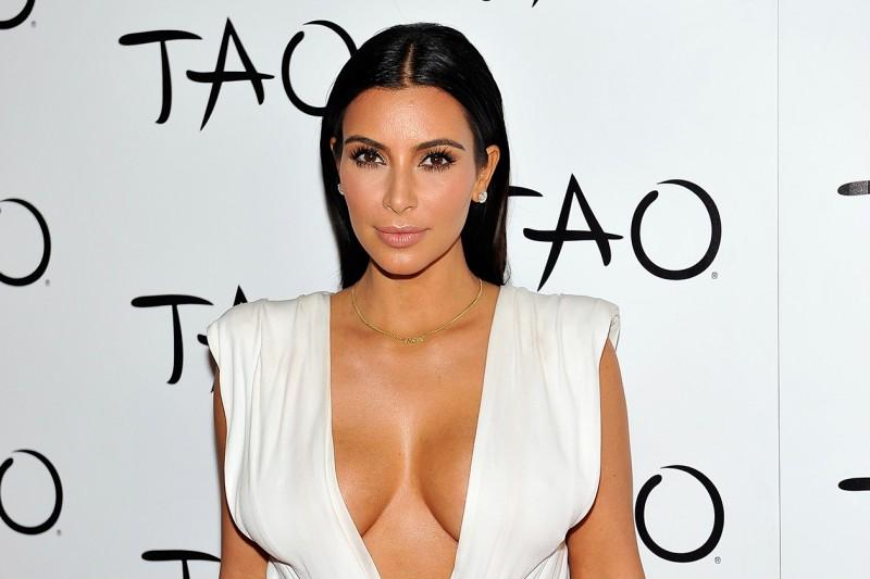 Kim Kardashian trucco: labbra luminose