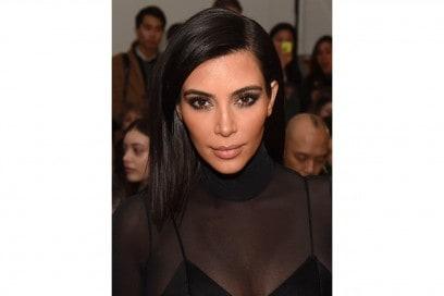 Kim Kardashian trucco: smokey eyes sui toni del marrone