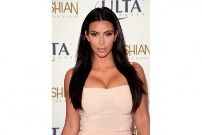 Kim Kardashian trucco: sopracciglia bold e lipgloss trasparente