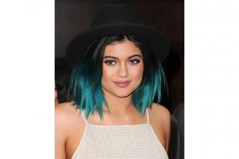 Kylie Jenner capelli: corti con punte blu