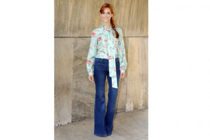 Miriam leone: Casual in jeans e blusa