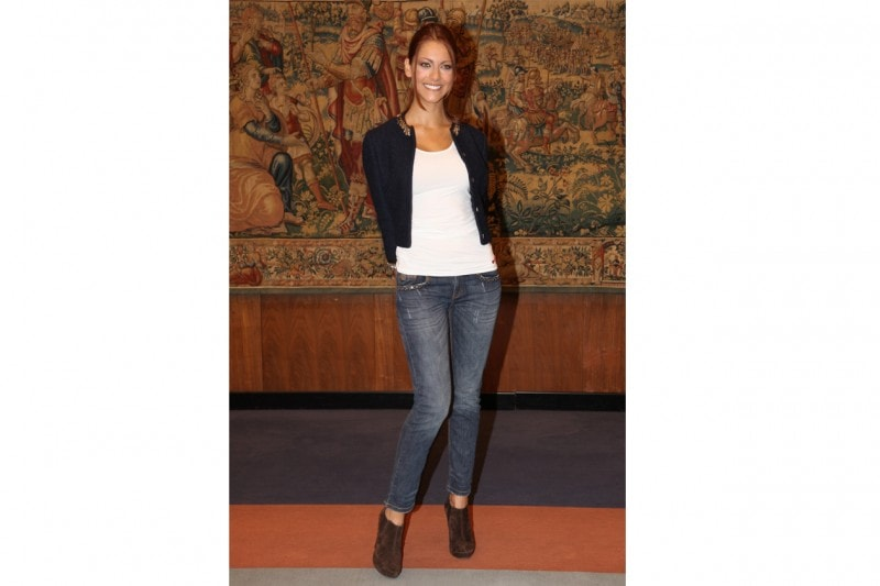 Miriam leone: Easy-chic in jeans e giacca