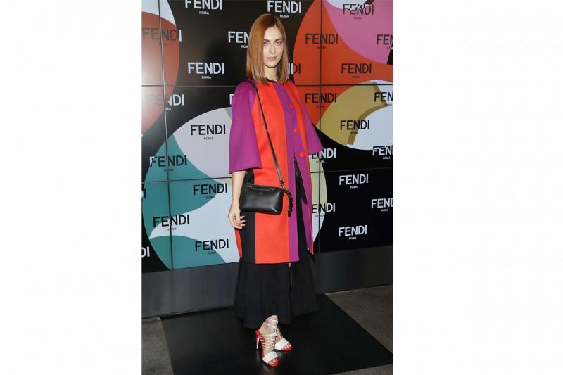 Miriam leone: Eclettica con cappottino color block