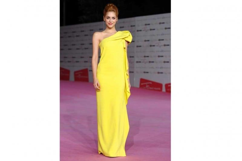 Miriam leone: In abito da sera giallo